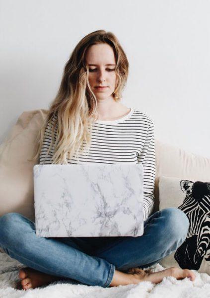 wohost-girl-laptop